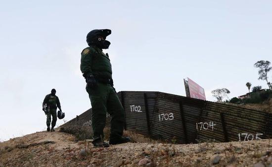 Mỹ siết chặt các biện pháp chặn dòng người di cư ở biên giới