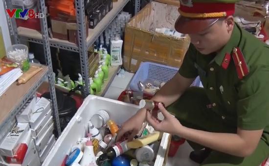 Nghệ An bắt vụ sản xuất mỹ phẩm giả, nhái nhãn mác