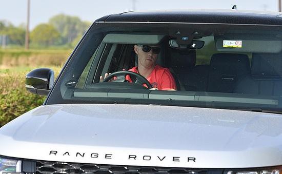 Huyền thoại Man Utd bất ngờ xuất hiện trở lại sau khi bị cảnh sát tạm giữ