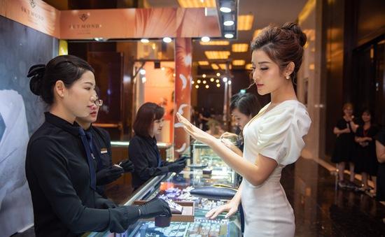 Á hậu Huyền My đi thử nhẫn cưới, sớm lên xe hoa?