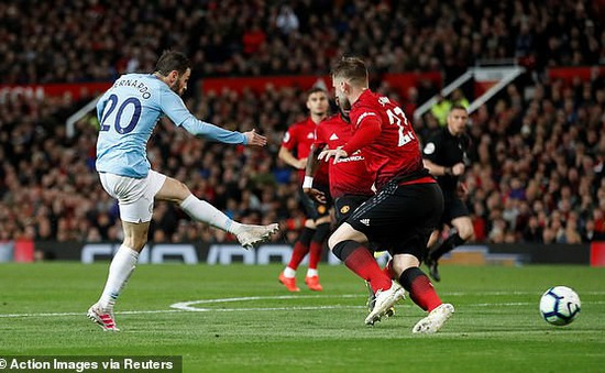 Man Utd 0-2 Man City: Đòi lại ngôi đầu bảng