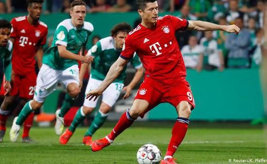 """Thắng nhờ sai lầm trọng tài, Bayern """"toát mồ hôi"""" giành vé Chung kết Cúp QG Đức"""