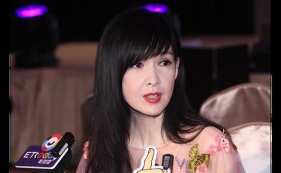 Châu Huệ Mẫn từ chối bình luận về bê bối ngoại tình của bạn thân