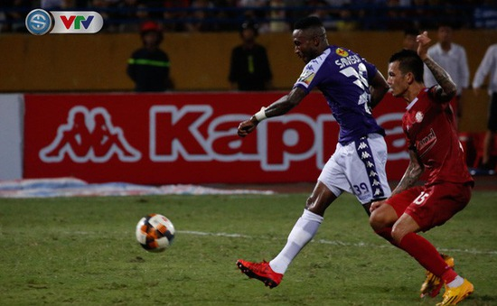 ẢNH: Samson tỏa sáng, CLB Hà Nội vươn lên dẫn đầu BXH V.League