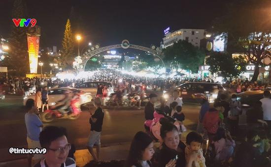 """Du khách quá đông, chợ đêm Đà Lạt """"vỡ trận"""""""