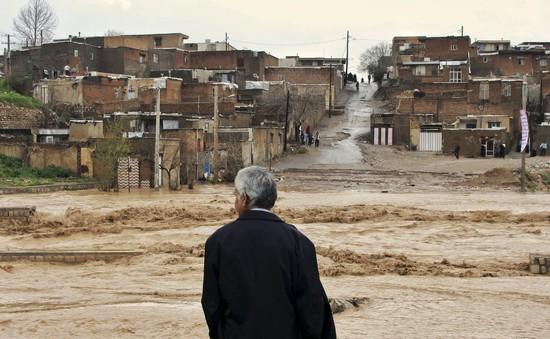 Iran sơ tán người dân do lũ lụt tiếp diễn