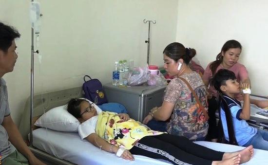 Vụ ngộ độc tại trường tiểu học ở TP.HCM: Đã có 65 học sinh nhập viện