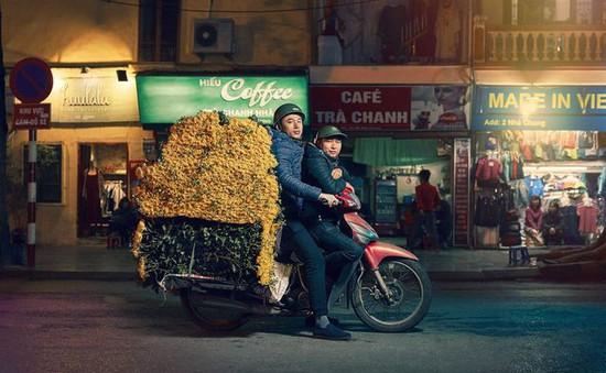 """Phóng viên nước ngoài choáng trước những """"siêu xe"""" trên đường phố Hà Nội"""