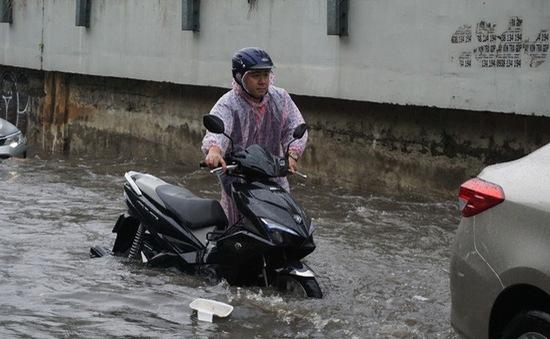Mưa lớn gây ngập nặng ở TP.HCM