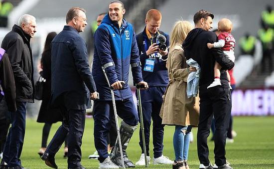 Andy Carroll rời nước Anh để chữa trị chấn thương