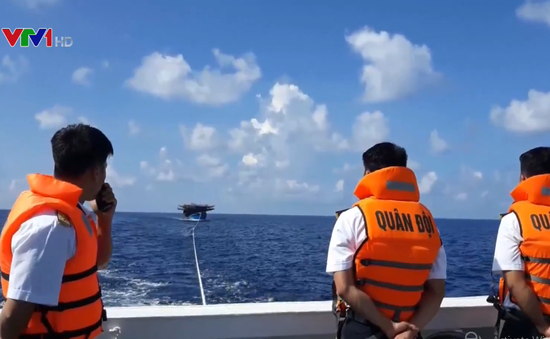 Cứu tàu cá cùng 34 thuyền viên gặp nạn trên vùng biển Trường Sa