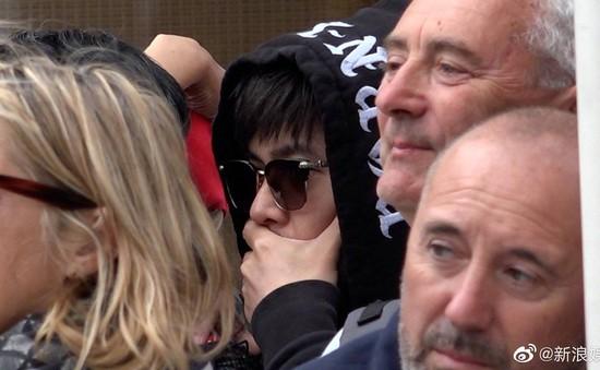 Châu Kiệt Luân bị phát hiện lẫn trong đám đông ngắm vợ tại Cannes