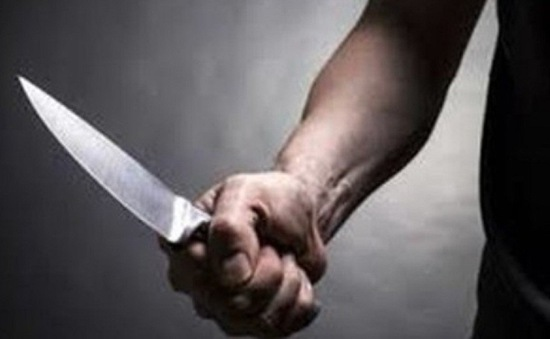 Mâu thuẫn trong gia đình, con dùng dao đâm chết cha dượng