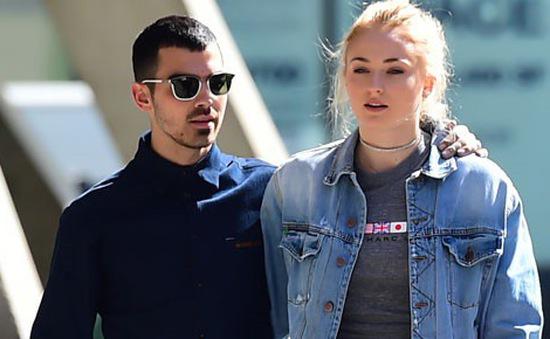 Joe Jonas không hài lòng khi bị Diplo livestream đám cưới