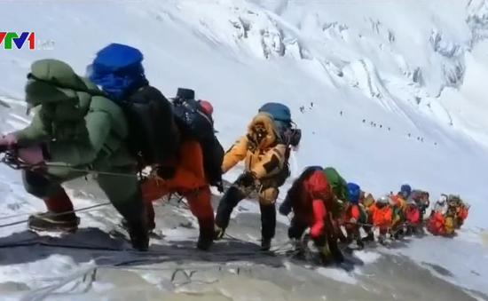 Mùa leo núi chết chóc trên đỉnh Everest