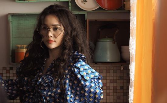 Thoát khỏi hình tượng cô gái miền núi, Đoàn Thúy Trang cực cá tính trong MV mới