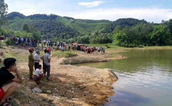 Rủ nhau đến đập nước chơi, 5 học sinh đuối nước thương tâm