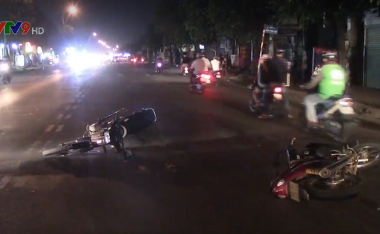 Bình Dương: Xe máy tông nhau trong đêm, 2 người trọng thương