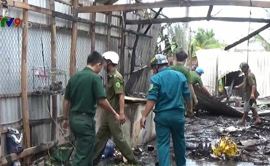 Bạc Liêu: Quán nhậu cháy lớn giữa trưa nghi do nổ bình gas