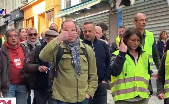 """Pháp kết án tù giam người biểu tình """"áo vàng"""" kêu gọi cảnh sát tự tử"""