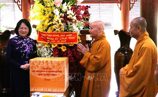Phó Chủ tịch nước Đặng Thị Ngọc Thịnh chúc mừng lễ Phật Đản