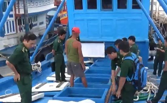 Sóc Trăng bắt tàu chở 100.000 lít dầu không rõ nguồn gốc
