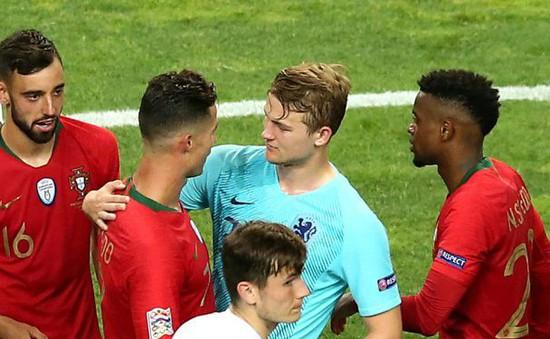 Ronaldo làm điều này khiến fan Man Utd buồn lòng sau chung kết Nations League