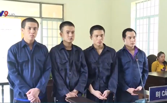 Vĩnh Long: 12 năm tù giam cho 4 đối tượng cướp giật tài sản