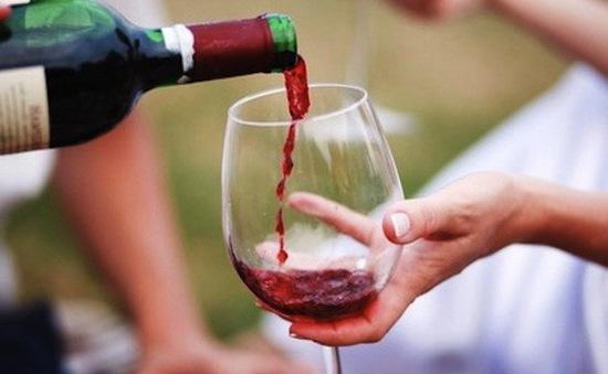 Một chai rượu vang mỗi tuần làm tăng nguy cơ mắc bệnh ung thư