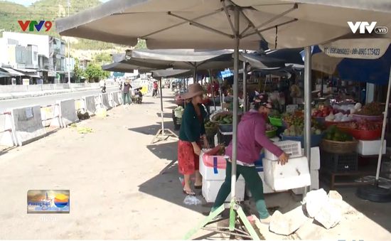 Khánh Hoà: Dẹp họp chợ tự phát trên tỉnh lộ 3