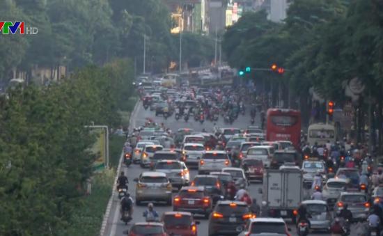 Giảm ùn tắc giao thông: Xén vỉa hè chỉ là giải pháp tạm thời