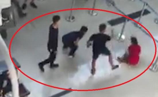 Tuyên phạt 92 tháng tù nhóm đánh nữ nhân viên sân bay vì không được chụp ảnh chung