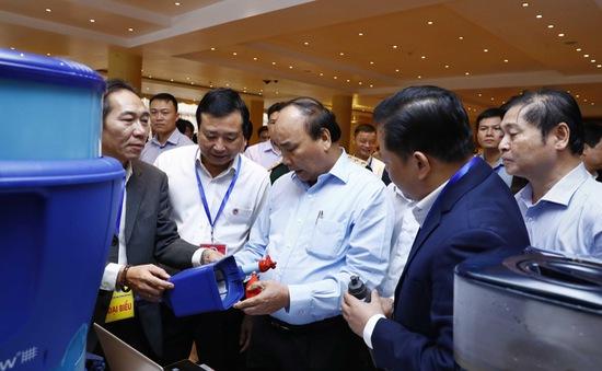 Thủ tướng tham quan Triển lãm công nghệ phòng chống thiên tai
