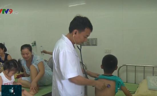 Thời tiết nắng nóng, số trường hợp trẻ nhập viện tăng cao