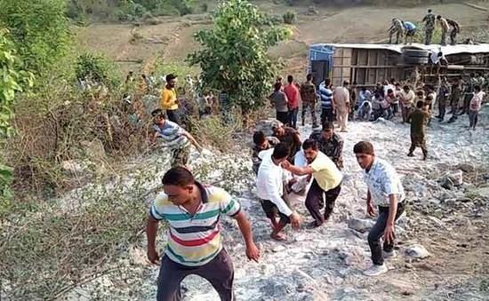 Tai nạn xe bus tại Ấn Độ, hơn 60 người thương vong