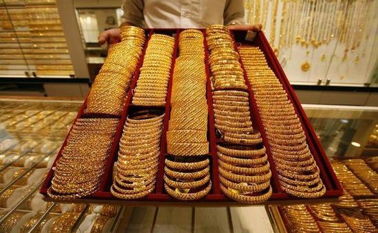 Người dân Mỹ bán trang sức cũ, tranh thủ giá vàng cao