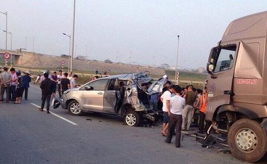 Tài xế xe container đâm xe Innova đi lùi trên cao tốc vẫn bị quy tội