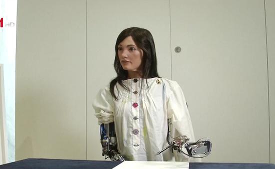 Tranh của nghệ sĩ robot được định giá hơn 1 triệu USD