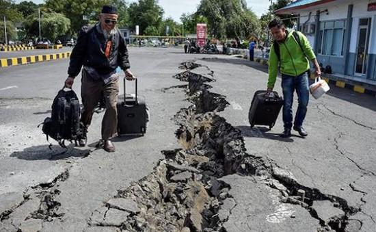 Động đất mạnh 6,2 độ rung chuyển đảo Sumatra, Indonesia