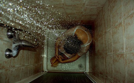 Người càng tắm lâu thì càng… cô đơn