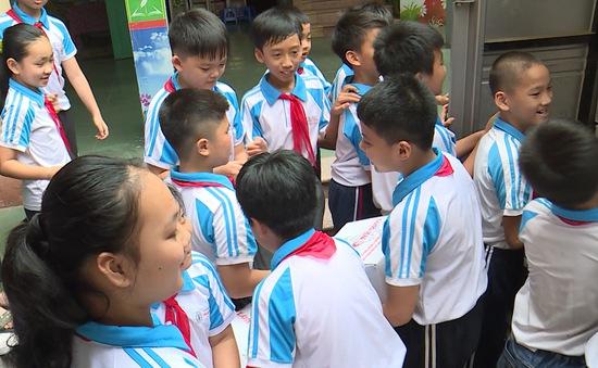 Quỹ Tấm lòng Việt trao tặng 1.400 phần quà tới các em nhỏ tỉnh Hải Dương nhân dịp Quốc tế Thiếu nhi