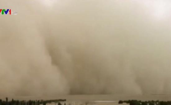 Kinh hoàng bão cát khổng lồ tại Tân Cương, Trung Quốc