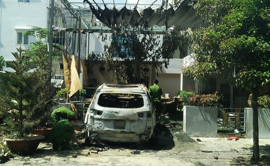 """Quán cà phê ở TP Biên Hòa bị ném """"bom xăng"""" lúc nửa đêm"""