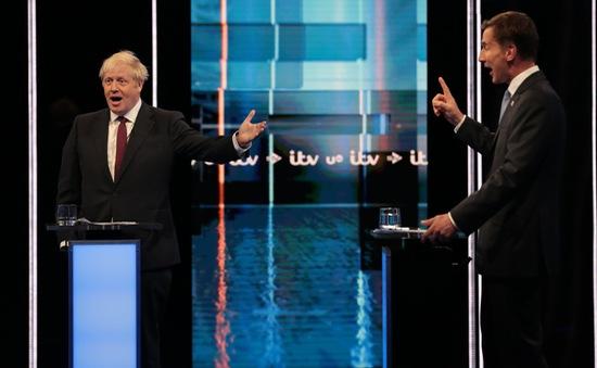 Hai ứng cử viên tranh cử chức Thủ tướng Anh tranh luận kịch liệt về Brexit