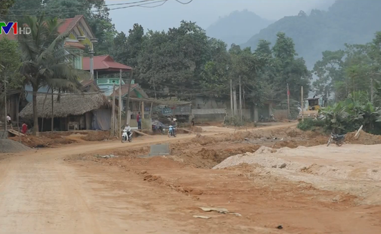 Đồng bào dân tộc thoát nghèo từ nông thôn mới