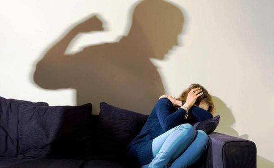 Dịch COVID-19: Tỷ lệ phụ nữ và trẻ em trên thế giới bị bạo lực gia tăng từ 30 - 300%