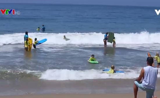 Sôi động trại hè bãi biển cho trẻ em
