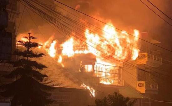 Cháy lớn tại ngôi nhà 3 tầng ở Sa Pa, Lào Cai