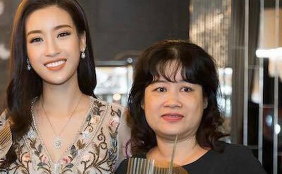 Hoa hậu Đỗ Mỹ Linh cùng mẹ đăng ký hiến tạng
