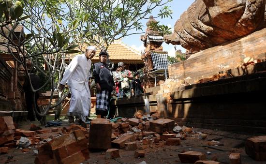 Hàng nghìn người sơ tán sau trận động đất 7,3 độ ở miền Đông Indonesia
